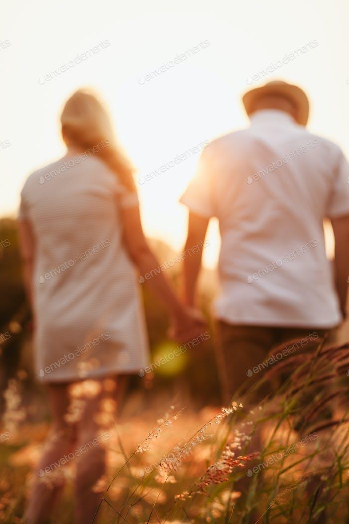 Flitterwochen Paar Hände zurück Ansicht