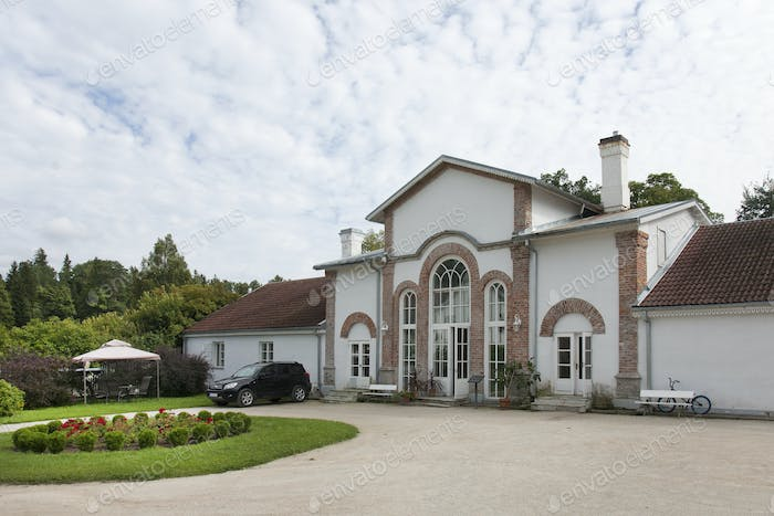 52345,Large Driveway to an Upscale Residence
