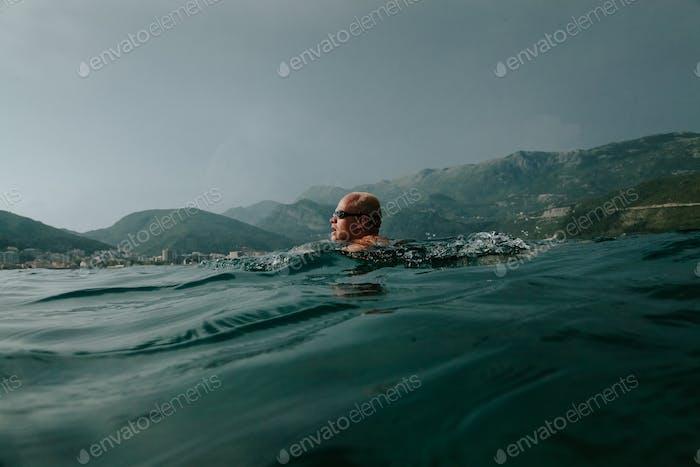 Schwimmen im offenen Meer