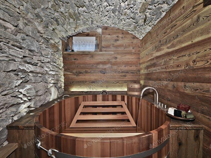 Интерьеры деревенской ванной комнаты с каменными стенами