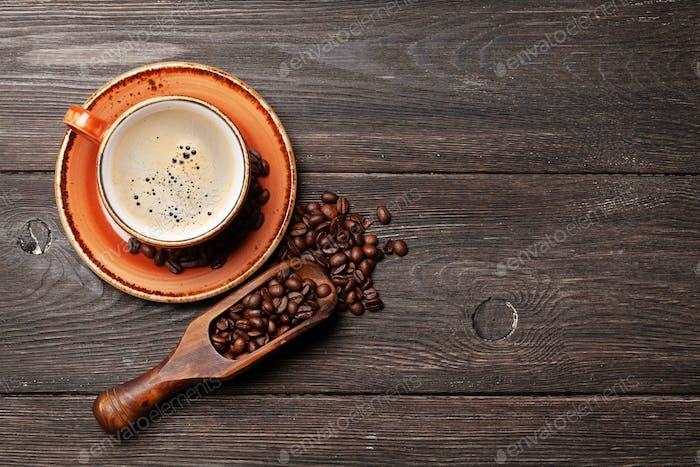 Café expresso et grains de café torréfiés
