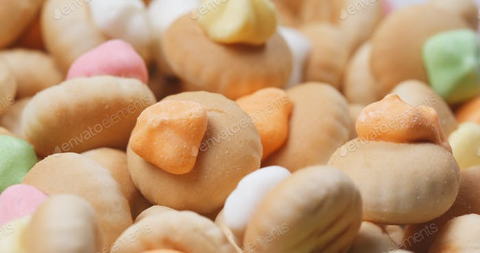 Spinning of Iced gem biscuit