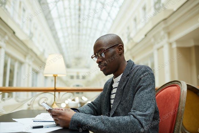 Erfolgreicher afrikanischer Geschäftsmann