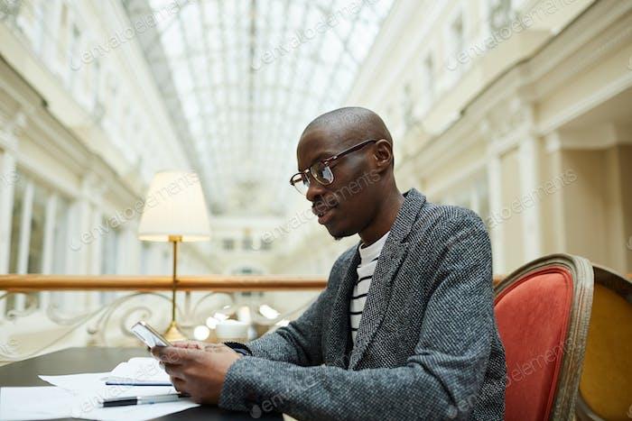 Thumbnail for Erfolgreicher afrikanischer Geschäftsmann