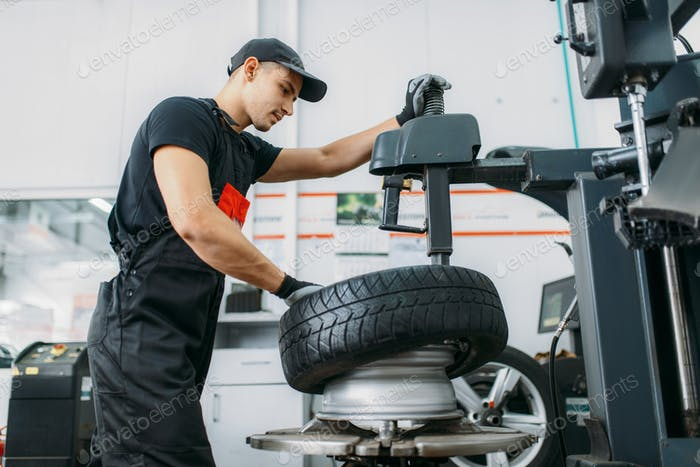 Mechanic change tire, repairing service