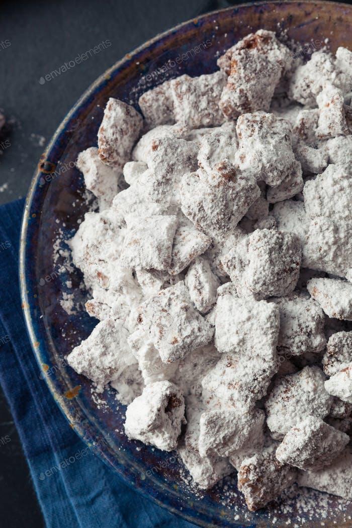 Homemade Powdered Sugar Puppy Chow