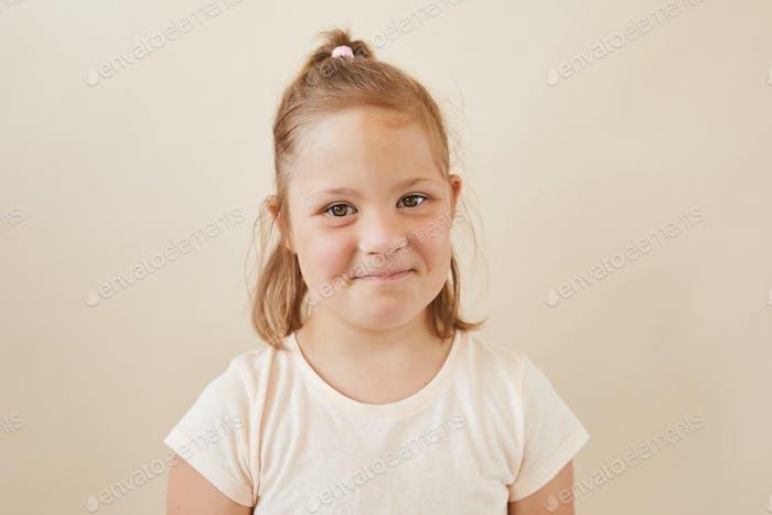 Портрет милой девушки