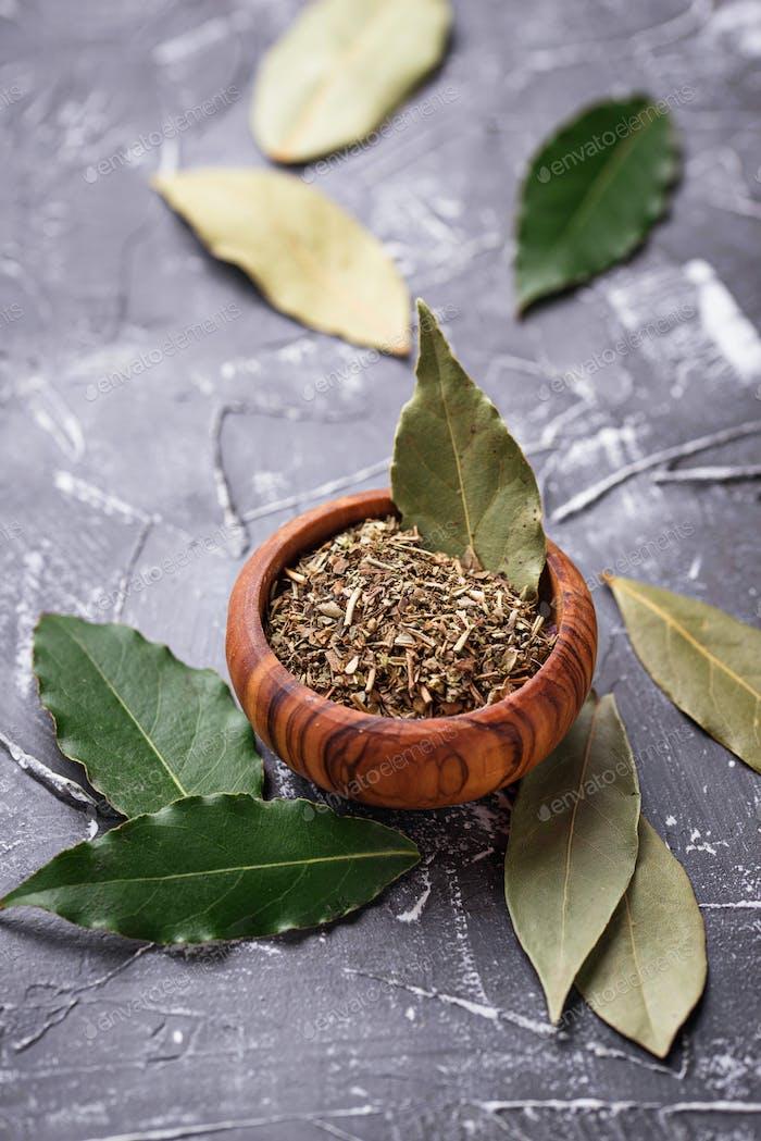 Fresh, ground and dried bay leaf