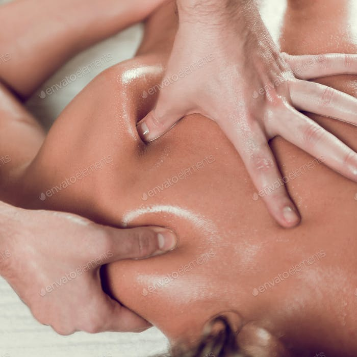 Relaxing Shoulders and Back Massage