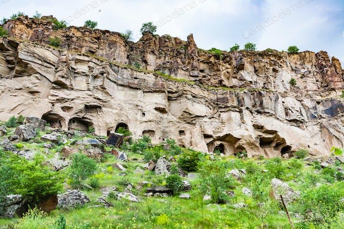 geschnitzte Höhlen im Ihlara-Tal in Kappadokien