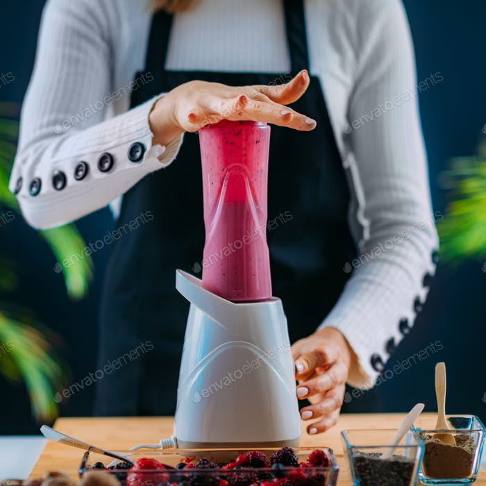 Making Healthy Shake with Berries