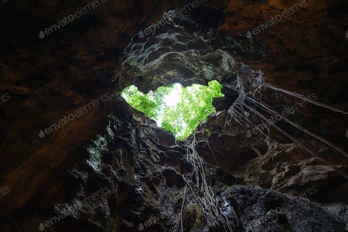 Licht aus dem Höhlenloch