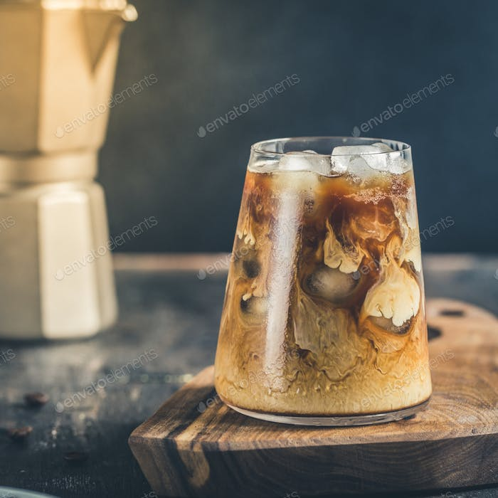 cold late coffee drink with ice