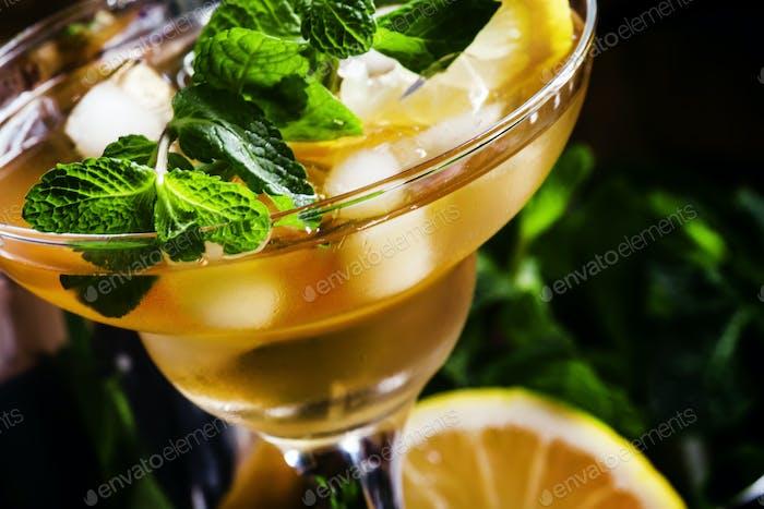 Französischer Daiquiri, Alkoholcocktail mit Zitronensaft