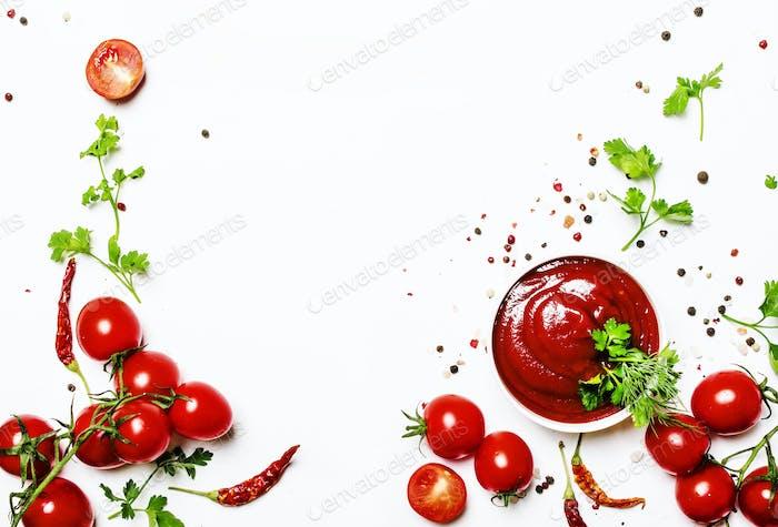Würzige Tomatenketchup-Sauce mit Kräutern