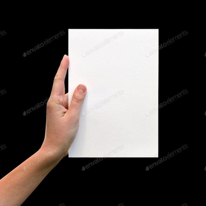 Weibliche Hände mit sauberem Blatt Papier