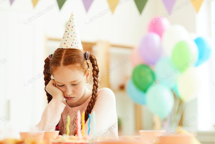 traurig Mädchen allein bei party