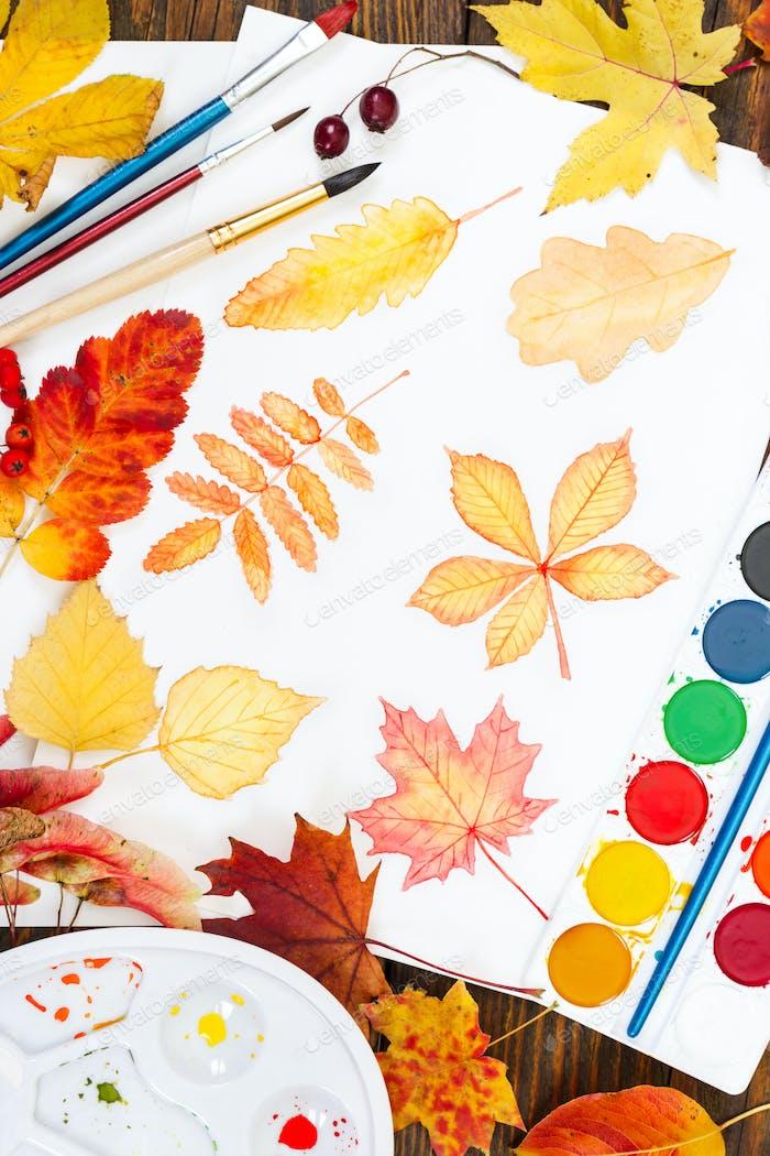 Aquarellmalerei mit Herbstblättern, Farbe, Pinsel, Palette