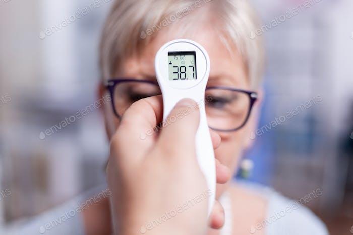 Untersuchung der Körpertemperatur