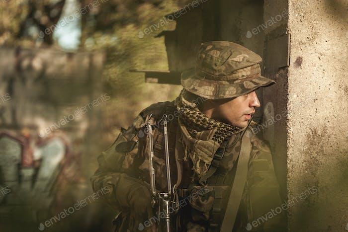 Militärisches Training im Freien