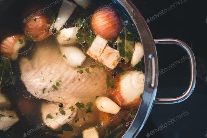 Kochen Hühnerbrühe