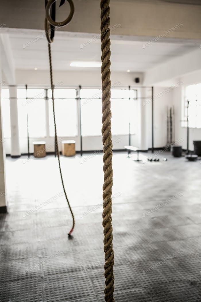 Übungsseil zum Aufhängen im Fitnessstudio