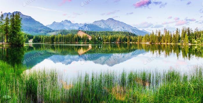 See Strbske pleso in der Hohen Tatra, Slowakei