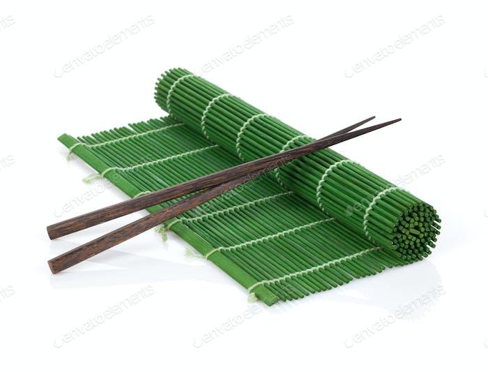 Essstäbchen über Bambusmatte