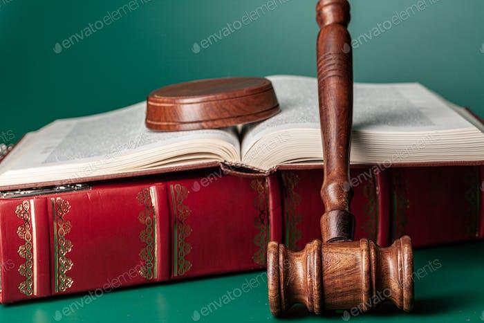 Mazo de un juez, tiro de cerca