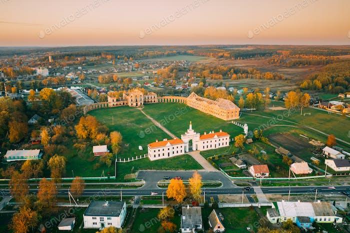 Ruschany, Region Brest, Weißrussland. Stadtbild Skyline Im Herbst Sonnigen Abend. Vogelperspektive von