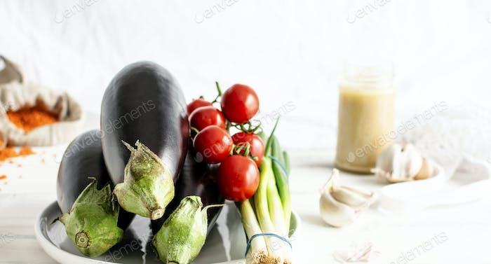 Bio-Eglants, Tomaten und Frühlingszwiebeln