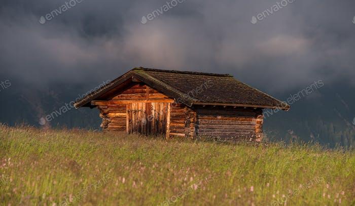 Schöner Tag in der Dolomitenlandschaft