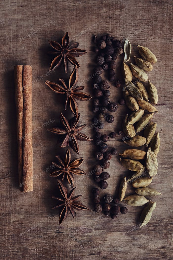 The composition of the fruits of black pepper, beans, and cinnamon