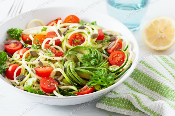 vegan ketogenic spiralized courgette salad with avocado tomato p