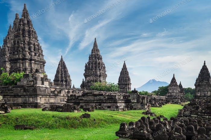 Ruinas del templo Prambanan lhindu. Java, Indonesia.