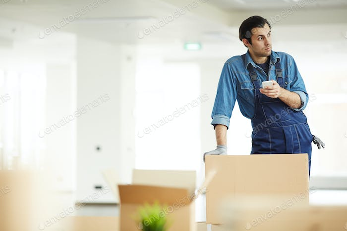 Worker of relocation service agency