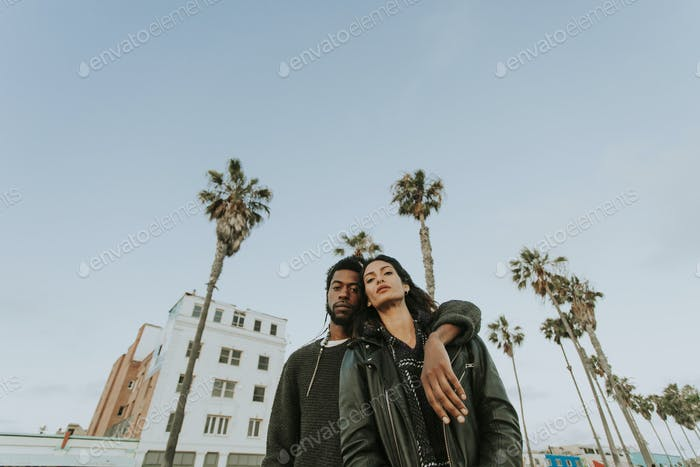 Paar hängen am Venice Beach
