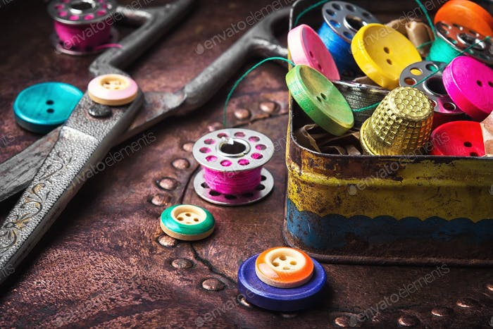 Retro buttons and threads