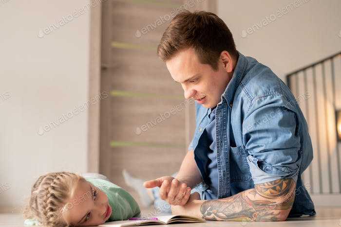 Father inspiring and motivating daughter