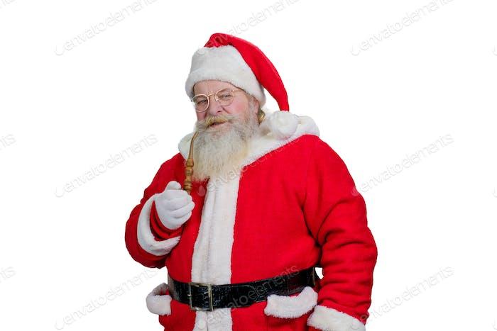 Santa Claus realista fumando su pipa