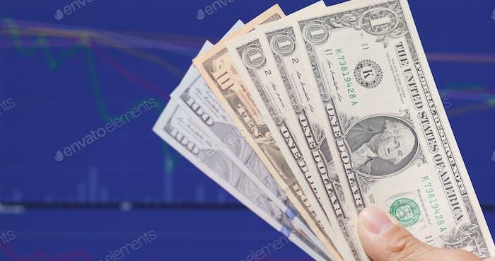 USD sobre pantalla azul que muestra la tasa