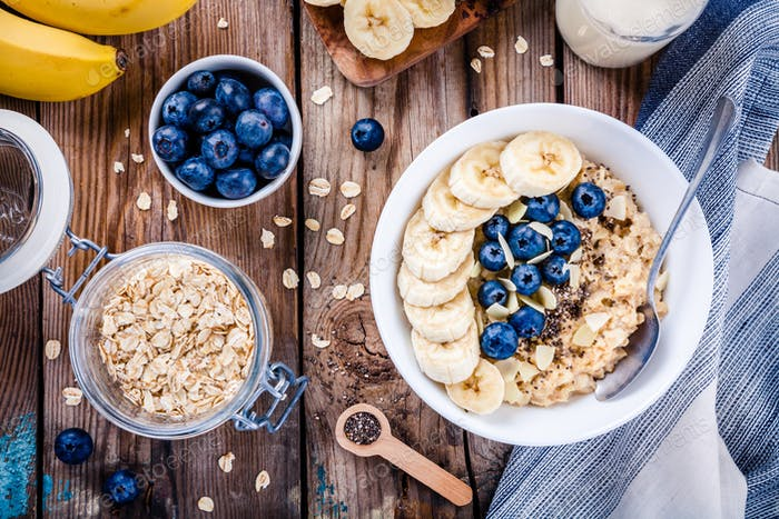 Breakfast: oatmeal with bananas, blueberries, chia seeds and almonds