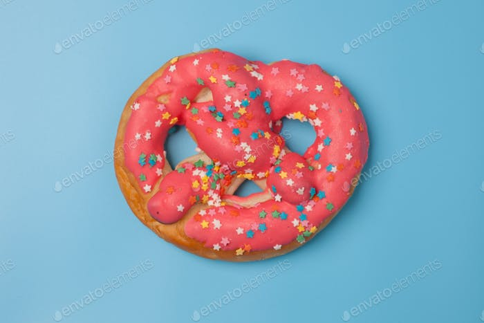sweet pink sweet bun - pretzel