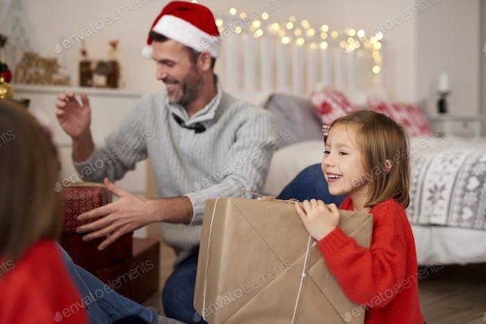 Weihnachtsmorgen ist voller Geschenke