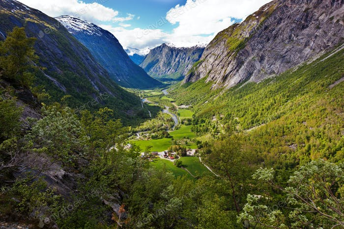 Blick auf das Eikesdalental von der Straße Aursjovegen, Norwegen