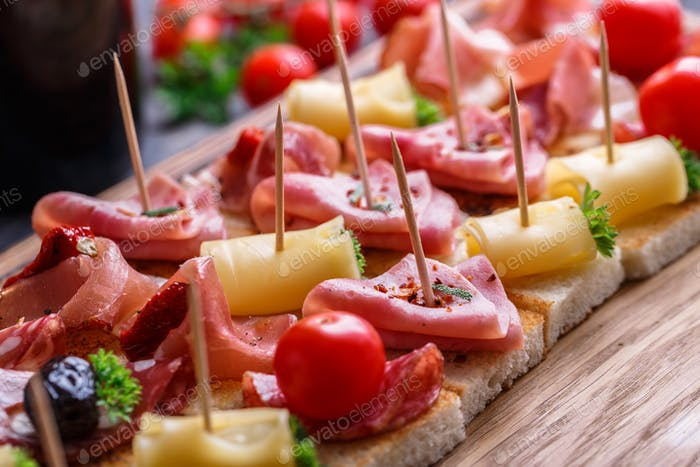 Pintxos, tapas, spanische canapes party finger food hintergrund