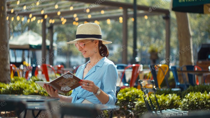 Attractive woman with a travelbook in New York City