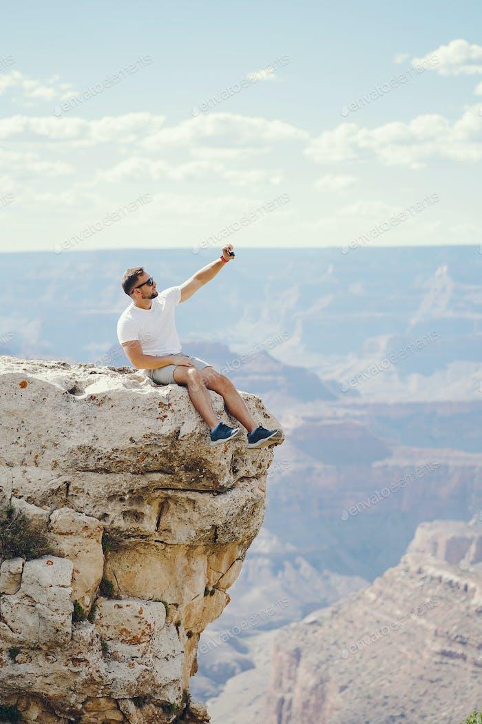 Mann erkunden die Grand Canyon in Arizona