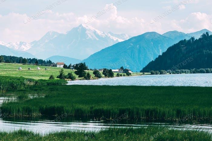Hermosa vista del lago Muta
