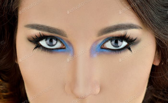 Portrait of sexy fashion model girl with perfect bright makeup